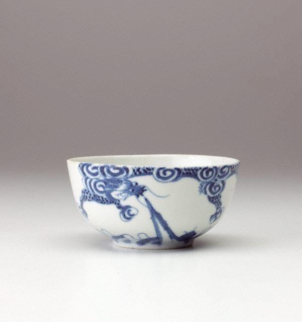 An image of Bleu de Hue bowl with dragon decoration
