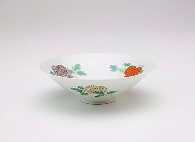 An image of Bowl with floral design and six foliations at rim