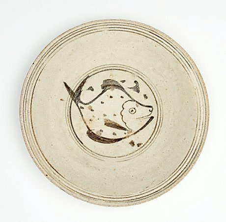 An image of Deep dish with design of fish