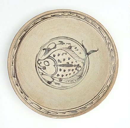An image of Deep dish with fish design by Sukothai ware