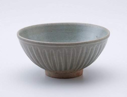 An image of Bowl with fluted exterior decoration by Sawankhalok ware
