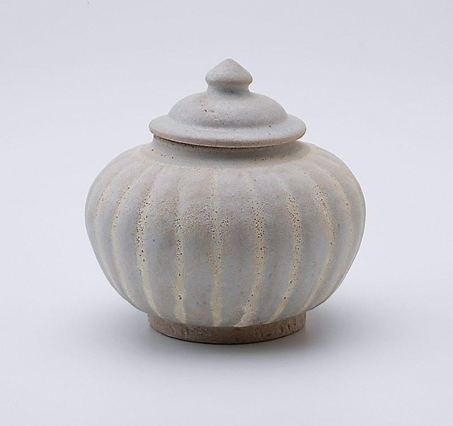 An image of Lidded jar with fluted sides and cover