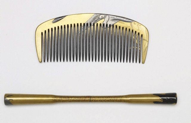 An image of Set of comb and hair pin with design of crows and herons