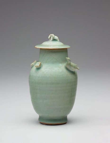 An image of Funerary vase and cover by Longquan ware
