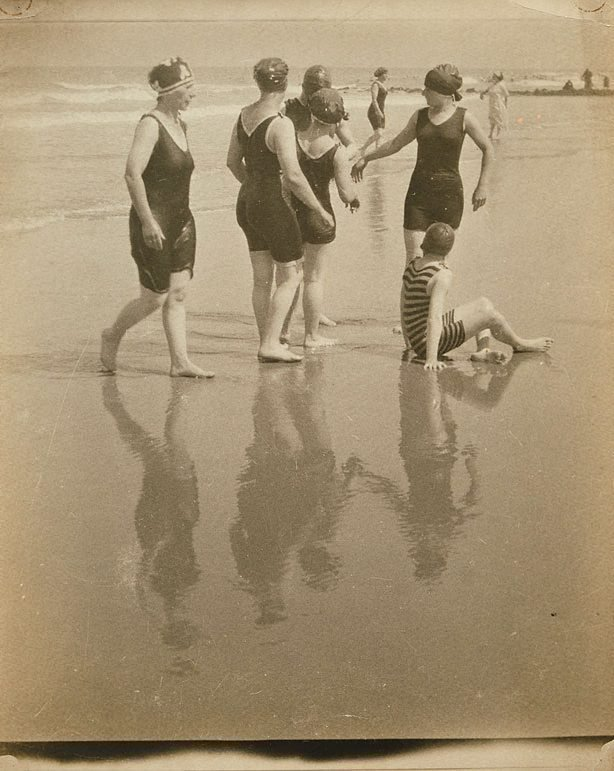 An image of Untitled (Female Bathers on beach)