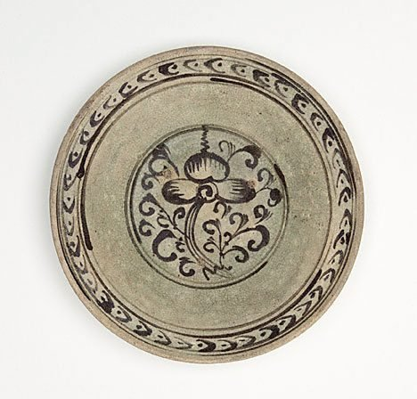An image of Dish by Si Satchanalai ware