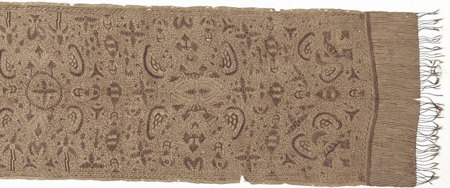 An image of Slendang (shoulder cloth) with paradise design