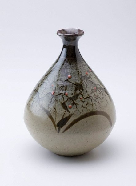 An image of Vase with pale green glaze by SHIGA Shigeo