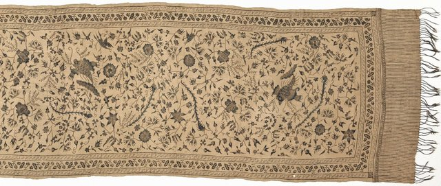 An image of Slendang (shoulder cloth) with bird and flower design