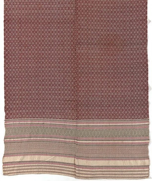 An image of 'Pha hom' (blanket) with star and diamond pattern
