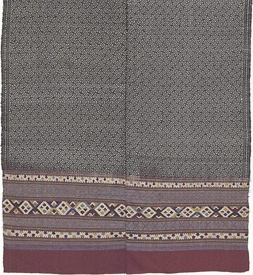 An image of 'Phaa hom' (blanket) with swastika pattern by