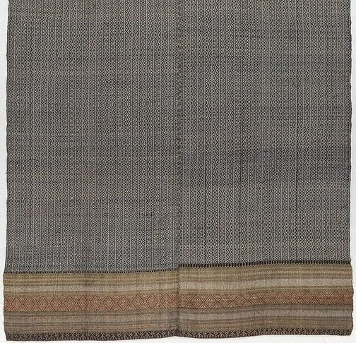 An image of 'Phaa hom' (blanket) by