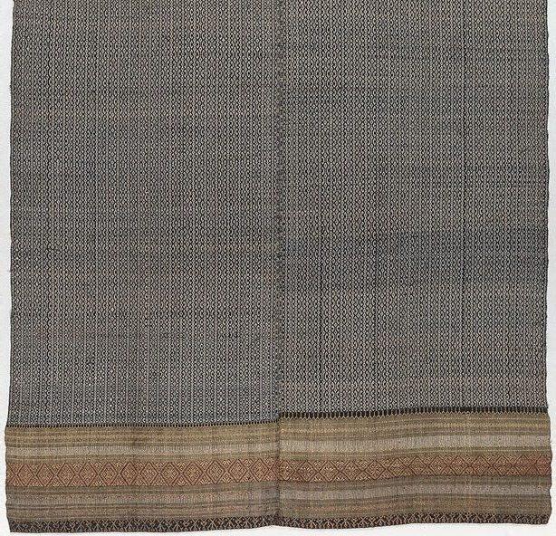 An image of 'Phaa hom' (blanket)