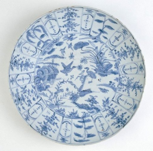 An image of Dish with design of waterfowl by Swatow ware