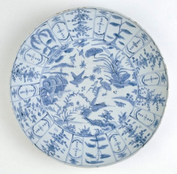 An image of Dish with design of waterfowl