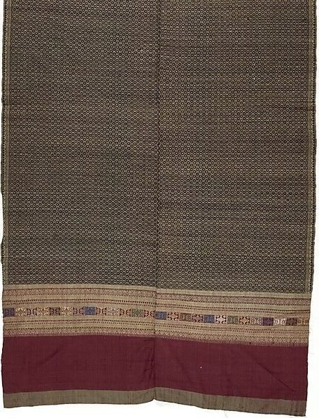An image of 'Phaa hom' (blanket) with lattice pattern