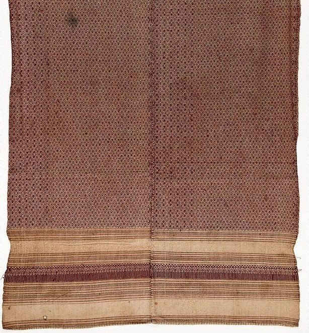 An image of 'Phaa hom' (blanket) with diamond and star patterns