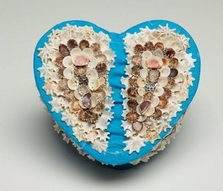AGNSW collection Esme Timbery Heart shaped box (2006) 213.2010