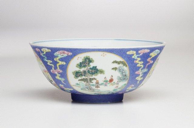 An image of Medallion bowl
