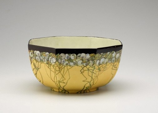 An image of Bowl with lillypilly design by Amy Vale