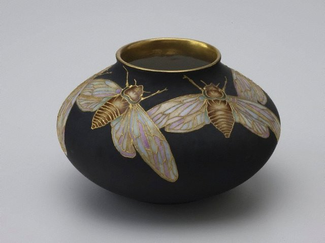 An image of Vase with cicada design