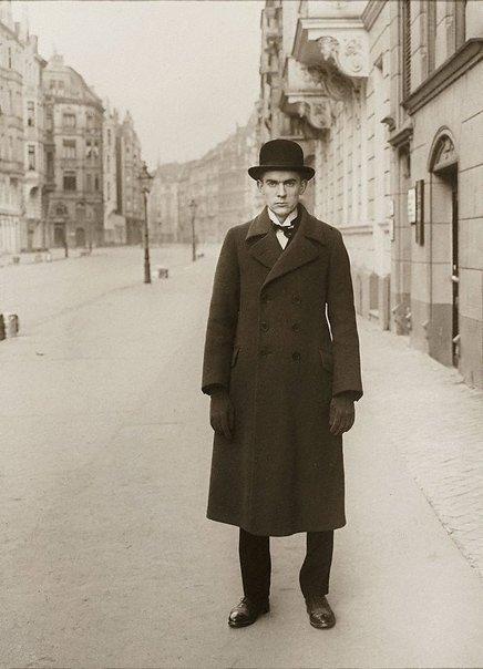 An image of Maler (Anton Raederscheidt) by August Sander