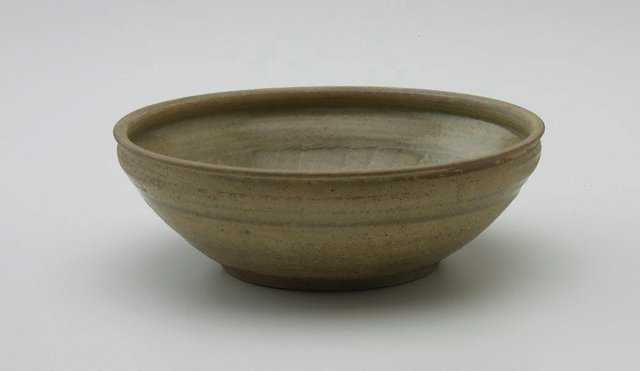 An image of Bowl with incised decoration