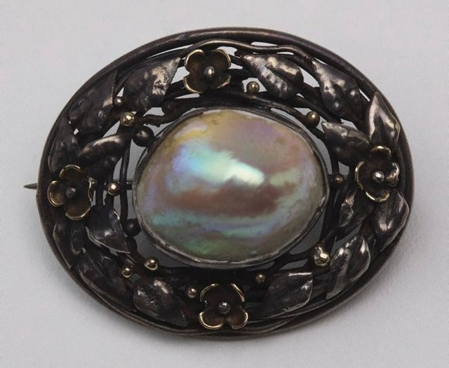 An image of Blister pearl brooch with floral border design