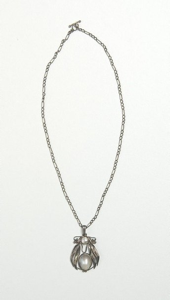 An image of Gumleaf pendant and chain by Mildred Creed
