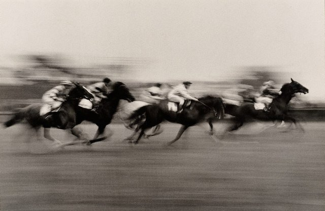 An image of England, Horse race