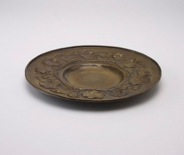 An image of Tray with nasturtium design