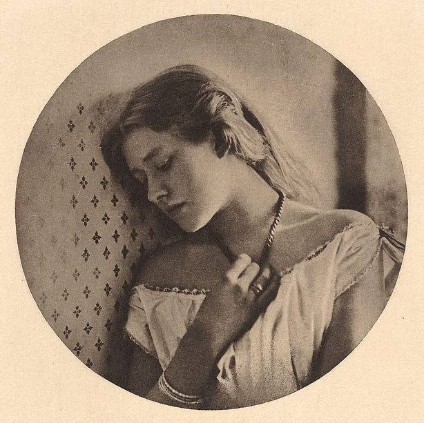 An image of Ellen Terry, at the age of sixteen 1864, from Camera Work, no 41, Jan 1913