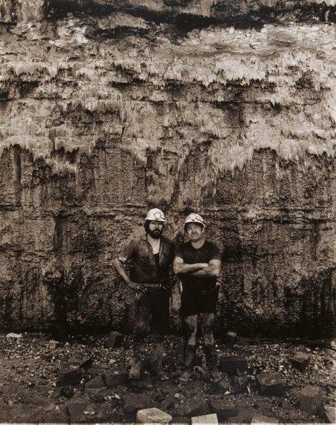 An image of Robert Crebert and Frank Wyborn, loadermen by Graham McCarter