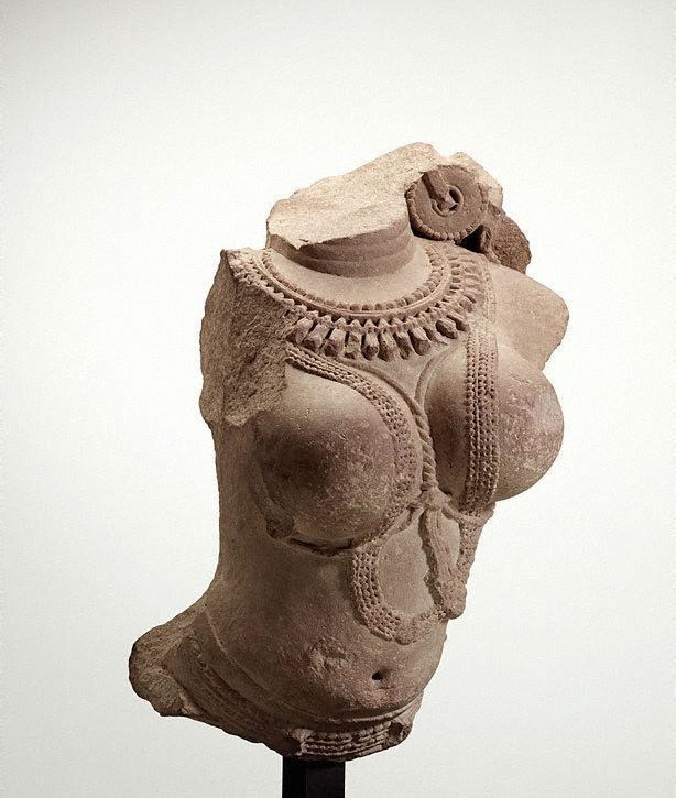 An image of Torso of a female divinity