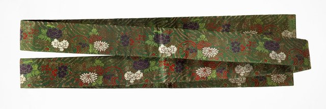 An image of Koshimaki obi (sash) with cherry blossoms, narcissus, peonies and stylised wave