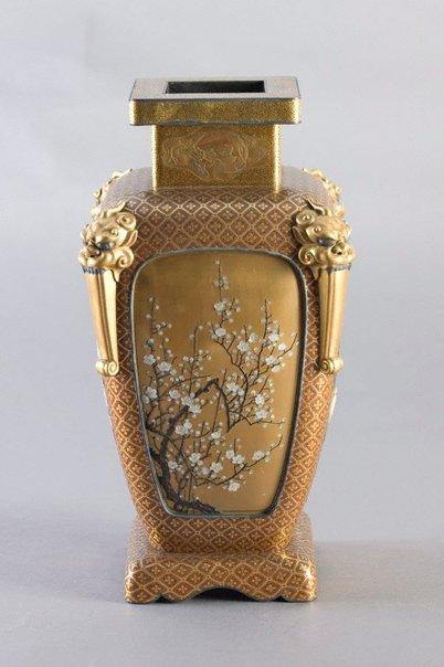 An image of Shibayama lacquer vase by Shibayama lacquerware
