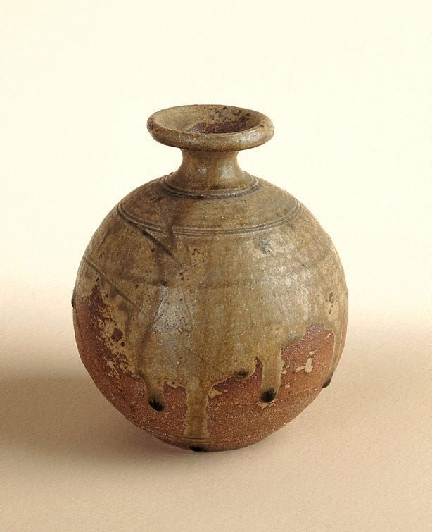 An image of Pot with ash glaze and incised decoration