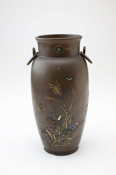 An image of Bronze vase by SAITÔ Zenbê