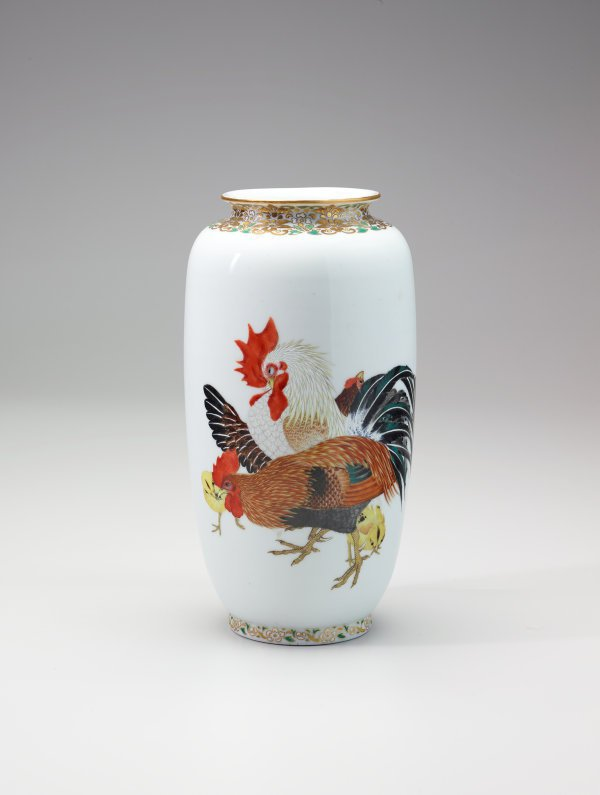An image of Vase with design of cocks, hens and chicks