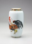 Alternate image of Vase with design of cocks, hens and chicks by SOGA Tokumaru, Hyôchien Company