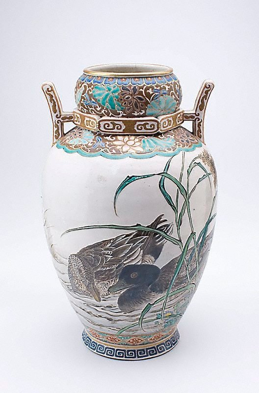 An image of Vase with design of ducks