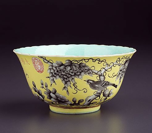 An image of Bowl with foliate edge by