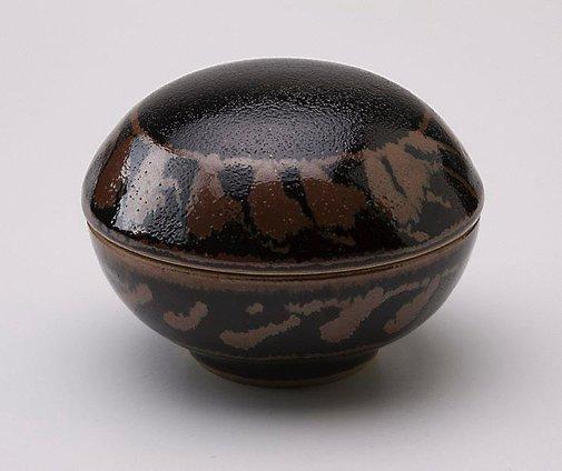 An image of Medicine box with tenmoku glaze and iron glaze decoration by Shiga Shigeo