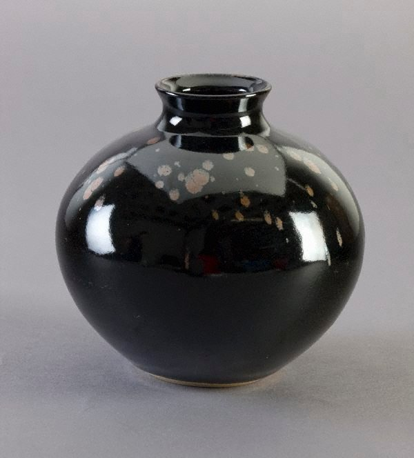 An image of Round pot with tenmoku glaze and iron glaze decoration
