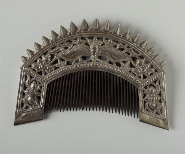 An image of Embossed headdress comb