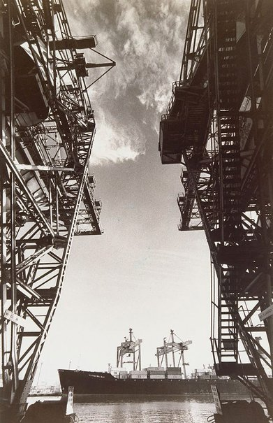 An image of Travelling crane by Lewis Morley