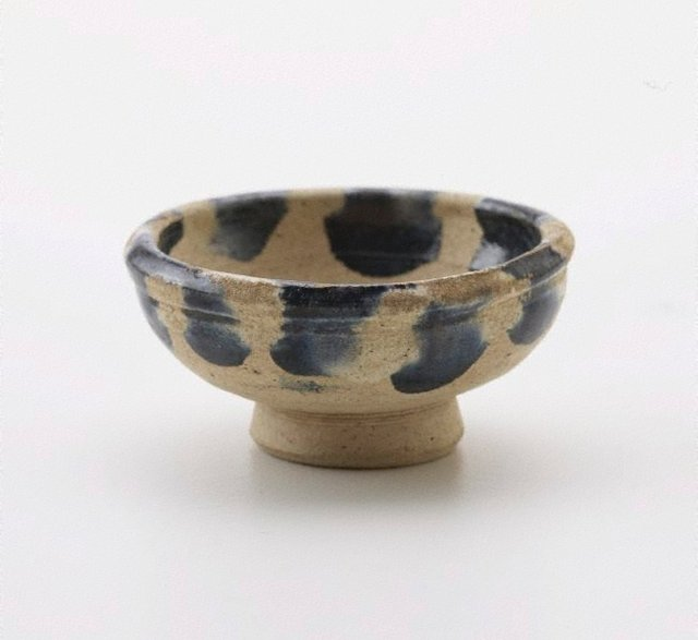 An image of Small bowl on circular foot