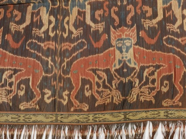 An image of Hinggi (man's shawl or mantle) with design of heraldic lions