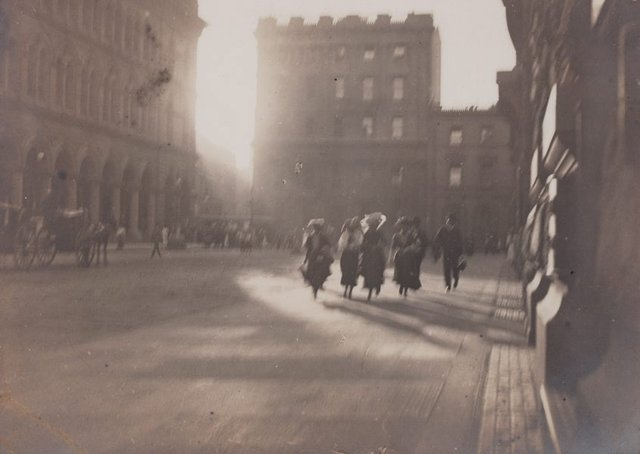An image of Untitled (hurrying figures in Martin Place)