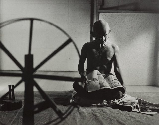 An image of A requiem: spinning a thread between the light and the earth/1946, India